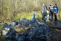 V sobotu dopoledne proběhla úvodní brigáda spojená s povrchovým sběrem odpadů. Nasbíralo  se při ní 20 pytlů odpadu, hlavně pet lahví, kartonů, skleněných lahví a hromada objemného odpadu.