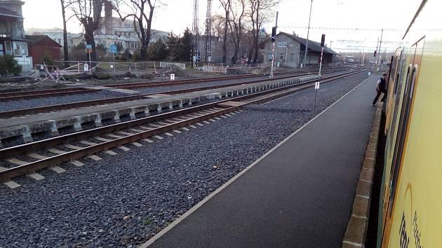 Žatecké hlavní vlakové nádraží má od roku 2017 zrekonstruovaná nástupiště. Nyní ho čekají opravy nádražní budovy.
