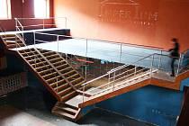 Schody zvnitřku Zastávky, které symbolizovaly dřívější diskotéku Imperium, už byla odstraněny. V tanečním sále bude víc místa.