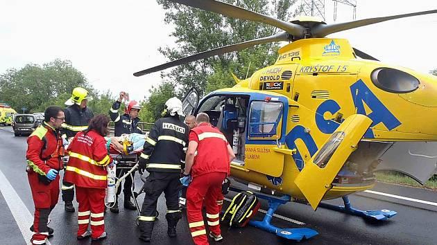 Vážná nehoda tří automobilů na silnici I/7 u Postoloprt