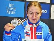 Závod žen do 23 let na MS v cyklokrosu v Zolderu. Stříbrná Nikola Nosková s medailí.