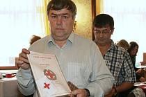 Zlatý kříž za 120 bezpříspěvkových odběrů obdržel Jiří Velík