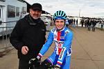 Diváci a zázemí na světovém šampionátu cyklokrosařů ve švýcarském Dübendorfu. Lounský junior Pavel Jindřich se svým trenérem Milanem Chrobákem.