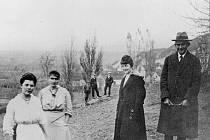 Franz Kafka s přítelkyní Milenou Jesenskou v Siřemi, vesničce na Podbořansku