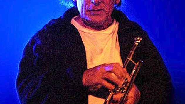 Jazzový trumpetista  Laco Deczi.