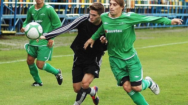 Fotbalisté Blšan (v černém) sehráli přípravný zápas s Karlovými Vary.
