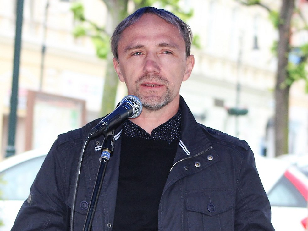 Na začátku setkání v Lounech vystoupil Leo Steiner, který byl známým kritikem systému rozdělování evropských peněz v Ústeckém a Karlovarském kraji.
