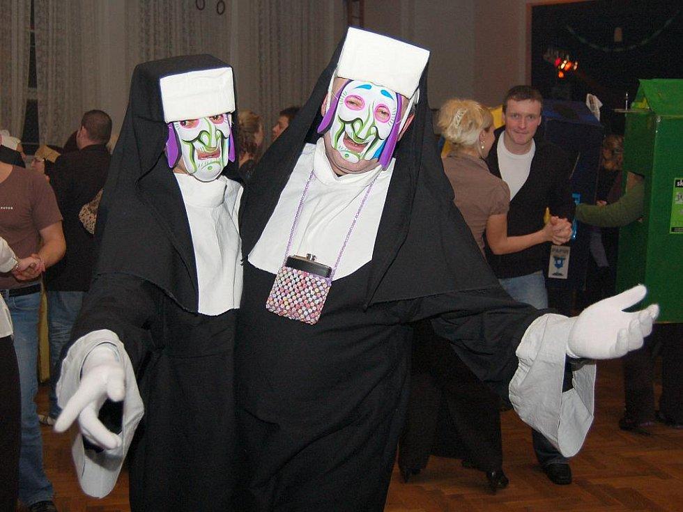 Maškarní ples pro dospělé v Líšťanech