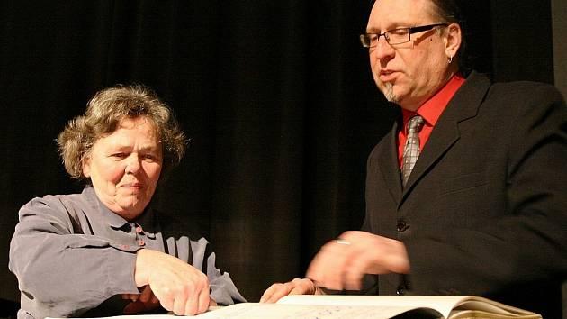 Vladimír Drápal při jedné ze slavnostních příležitostí v lounském Vrchlického divadle.