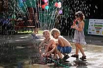 Charitativně kulturní akce Dobrodění také letos nabídla v lounské Stromovce spoustu her a aktivit pro děti.