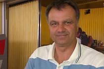 """""""O posílení mužstva se jedná, a horečně. Pohyb v kádru bude razantní, a to jak směrem dovnitř, tak i ven,"""" říká Pavel Schettl, trenér lounských fotbalistů."""