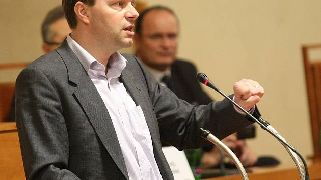 Senátor za Rakovnicko a Lounsko Marcel Chládek hovoří v Senátu