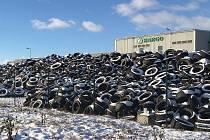 V průmyslové zóně Triangle řešila ČIŽP protizákonné uskladnění pneumatik s rizikem poškození životního prostředí.