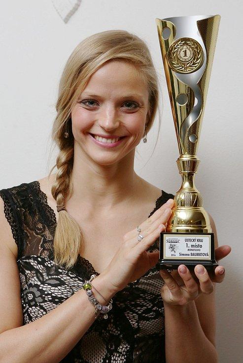 Simona Baumrtová s trofejí pro nejúspěšnějšího sportovce Ústeckého kraje za rok 2016