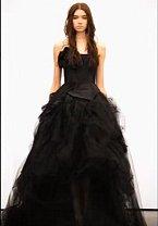 Další model černé svatební šaty