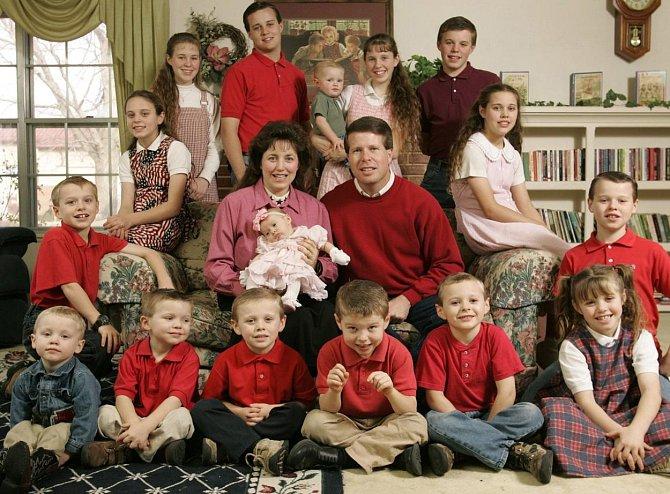 Jim Bob a Michelle Duggarovi se svými dětmi