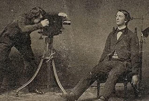 Ukázka toho, jak posmrtní fotografové pracovali.