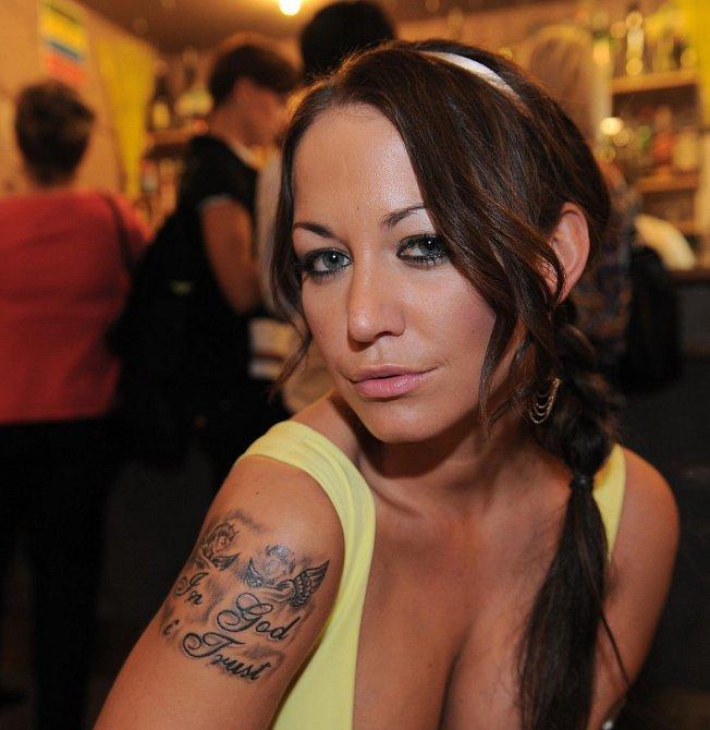 Agáta a její tetování, ve kterém byla chyba.