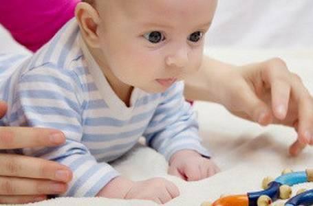"""Seriál o manipulaci s miminky: Díl II. - Jak správně """"pást koníčky"""""""
