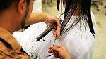 Konečky jsou silně poškozené, je tedy třeba vlasy zkrátit a oživit