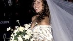 Mariah Carey si na svatbu s Tommy Mottolou v červnu 1993 vzala šaty připomínající nadýchaný dortík. Inspirovala se prý u svatebních šatů princezny Diany.