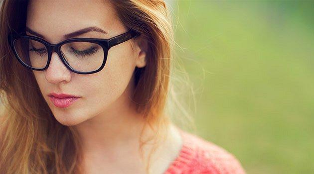 Dívej se mi do očí aneb Líčení pod brýle