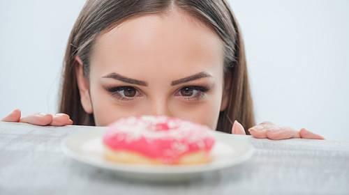 Devět zlozvyků, které vám brání v hubnutí