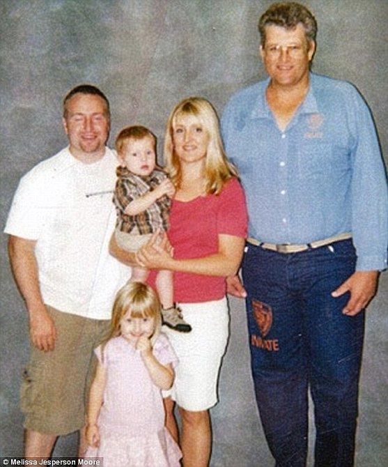 Melissa se svými dětmi a manželem na návštěvě u otce v roce 2005. Viděla ho tehdy naposledy.