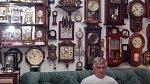 2. Sbírka hodin - Sbírat hodinky umí podle Jack Schaapa sbírat každý. On se proto vydal na mnohem náročnější cestu. Sbírá nástěnné a jiné velké hodiny a má jich již přes 1094.