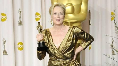 ceb2a270fe4 Uznávaná Meryl Streep  Které šaty za 18 let předávání Oscarů jí slušely  nejvíce