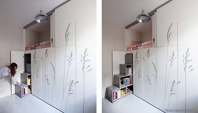 Postel se ukrývá v horní skříni.