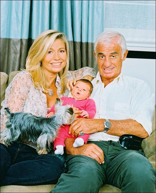 Jean-Paul Belmondo s exmanželkou Natty a dcerou Stellou.