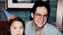Sara se svým otcem v době, kdy se o její nemoci ještě nic nevědělo.