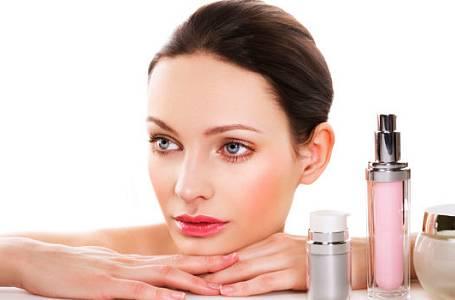 Mám koupit kosmetiku v lékárně nebo v drogerii?