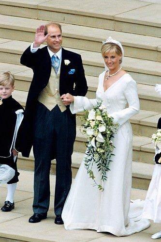 Nejmladší syn královny Alžběty II. princ Edward si v roce 1999 vzal Sophii Rhys-Jones.