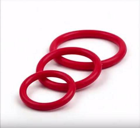 První kroužky na penis spatřily světlo světa v Číně kolem roku 1200. První byly vyráběny z víček koz. Kroužky udržují erekci, pokud jsou na nich výstupky, např. řasy, stimulují též ženu.