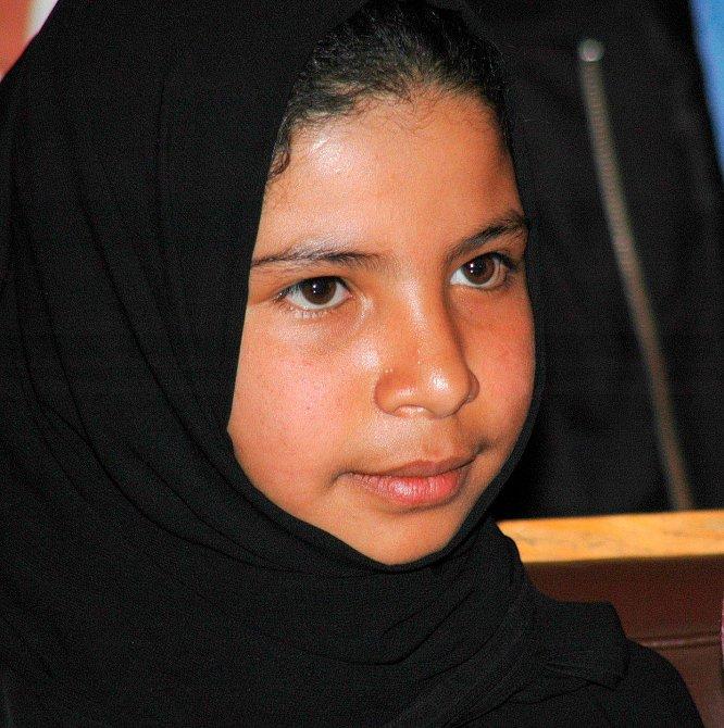 Desetiletá Nujood Ali před soudem