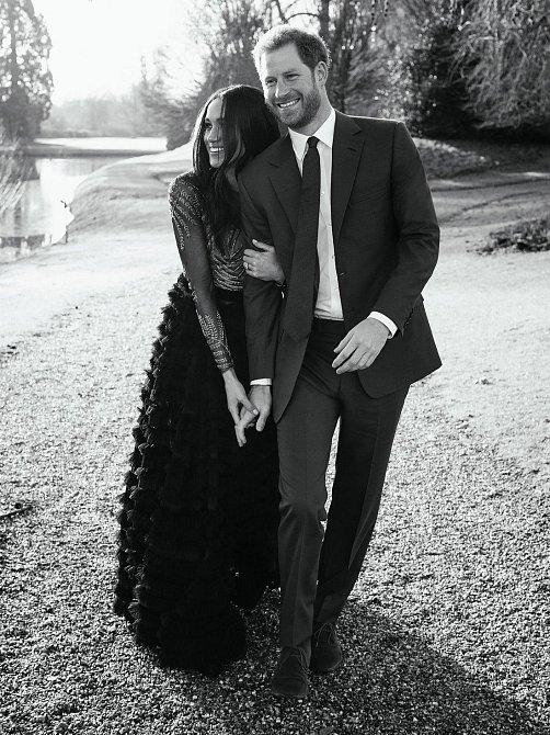Fotografování proběhlo na 300 let starém hradě Windsor, který si snoubenci velmi oblíbili. Strávili zde v úkrytu před dotěrnými médii mnoho času, ve kterém se mohli nerušeně poznávat.
