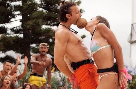 Love Island si soutěžící užívají