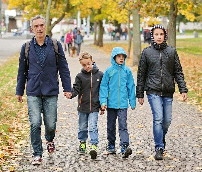 Petr Vacek s dětmi