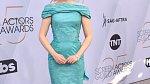 Julia Garner vypadala v šatech skoro jako panenka.