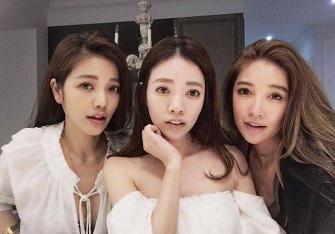 Lure Hsu (vlevo) a její sestry - FayFay (40), která je matkou dvou dcer (8 a 10 let) a Sharon (36).
