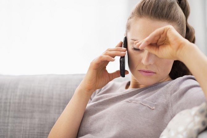 ... dokonce nemá čas ani na to, aby zvedl telefon, když se mu snažíte dovolat.