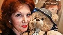 Saskia Burešová je nedílnou součástí televizního vysílání již po desítky let.