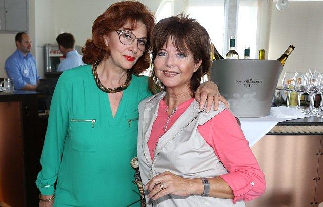 Saskia Burešová s bývalou kolegyní