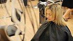 Helena na kadeřnickém křesle