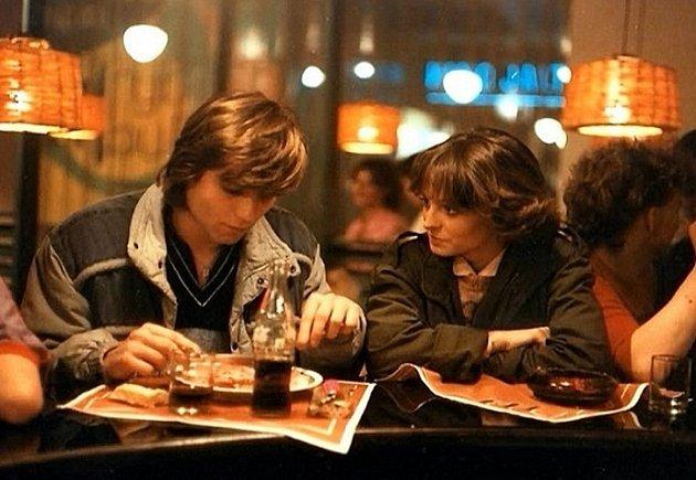 Tatiana Kulíšková s Lukášem Vaculíkem ve filmu Láska z pasáže