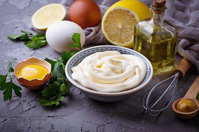 Domácí majonéza musí být jen z těch nejčerstvějších vajec.