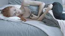 Častým projevem je úbytek hmotnosti, únava a slabost.