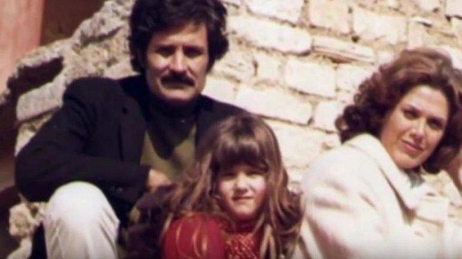Jennifer Aniston se svými rodiči.